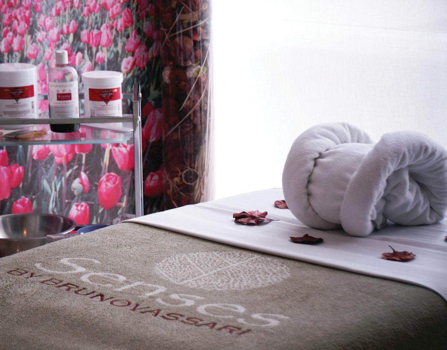 sala de masaje con productos bruno vassari close up